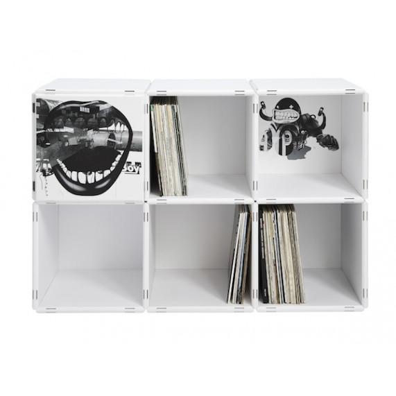 LP Regal bestehend aus modularen Regalwürfeln